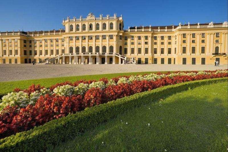 Bilet concert Schonbrunn 14 octombrie 2017 cu bilet avion si hotel inclus