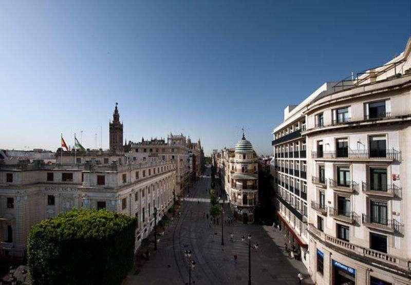 City break Andalusia 2 adulti si 1 copil bilet de avion si hotel inclus