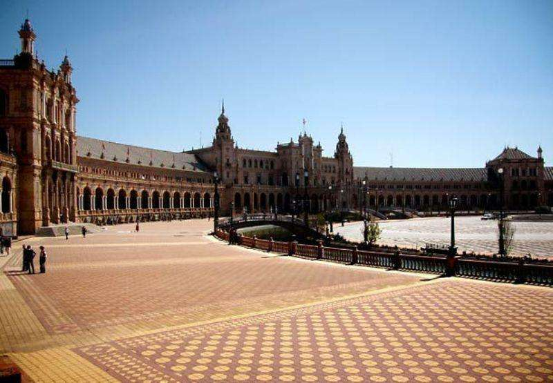 City break Andalusia ianuarie bilet de avion si hotel inclus