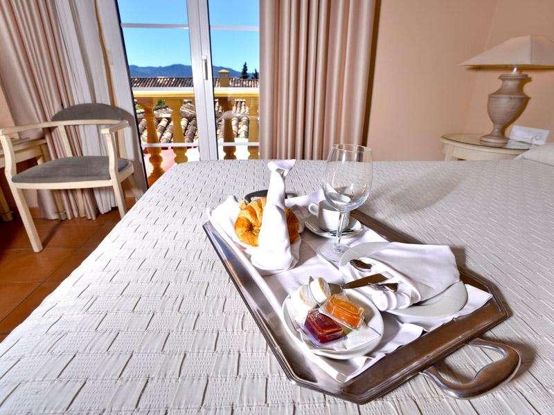City break Andalusia noiembrie  bilet de avion si hotel inclus