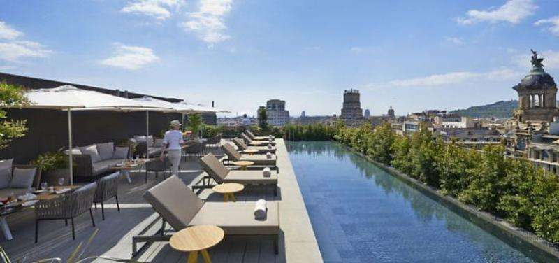 City break Barcelona august week-end Sf. Maria bilet de avion si hotel inclus