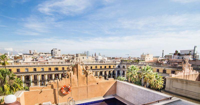 City break Barcelona august week-end Sf. Maria bilet de avion si hotel inclus