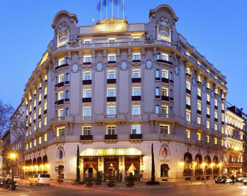 City break Barcelona ianuarie bilet de avion si hotel inclus