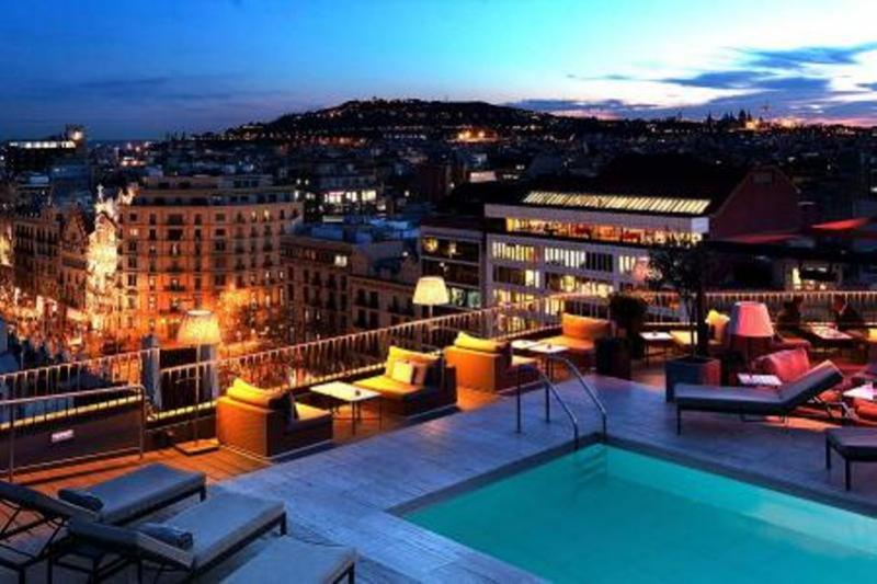 City break Barcelona Mos Nicolae  bilet de avion si hotel inclus