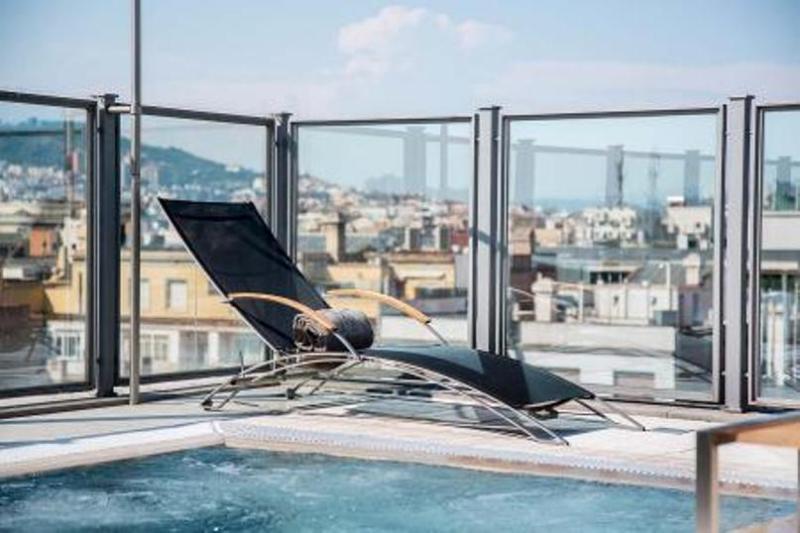 City break Barcelona octombrie bilet de avion si hotel inclus