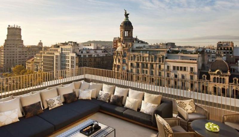 City break Barcelona Piata de Craciun bilet de avion si hotel inclus