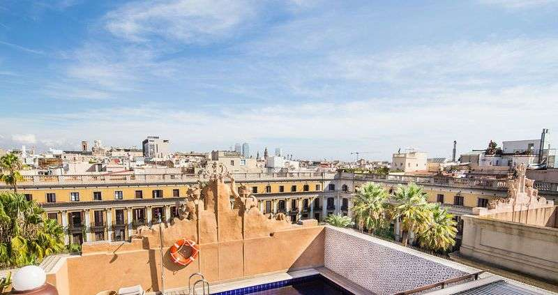 City break Barcelona septembrie bilet de avion si hotel inclus