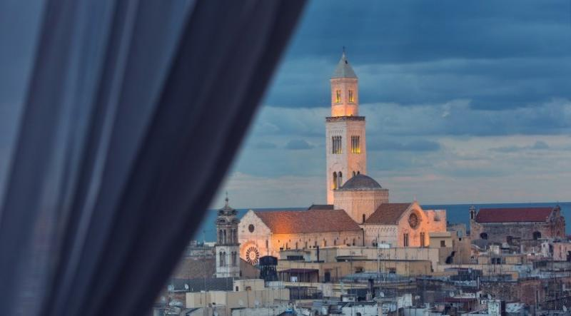 City break Bari Mos Nicolae  bilet de avion si hotel inclus