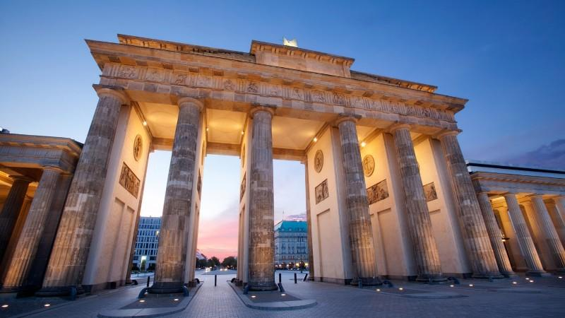 City break Berlin ianuarie bilet de avion si hotel inclus