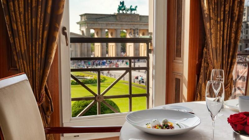 City break Berlin noiembrie bilet de avion si hotel inclus