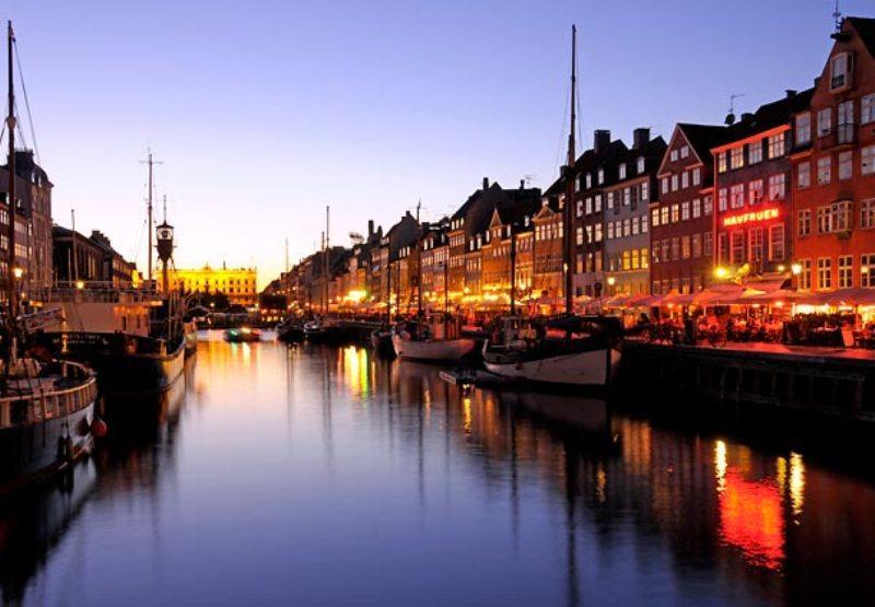City break Copenhaga Mos Nicolae bilet de avion si hotel inclus