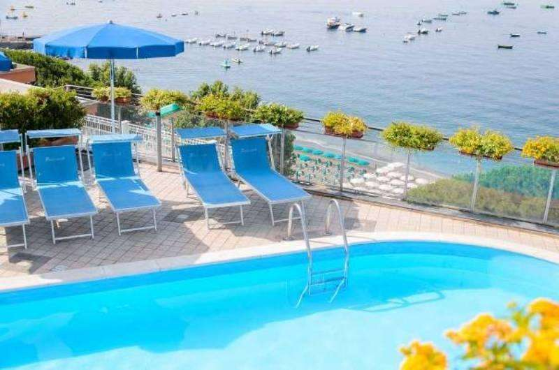 City break Costa Amalfi iulie bilet de avion si hotel inclus