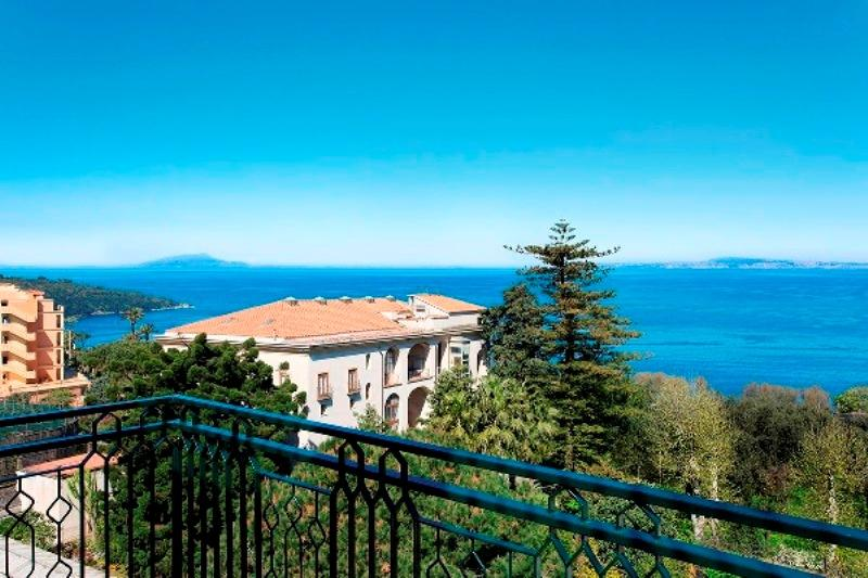 City break Costa Amalfi Piata de Craciun bilet de avion si hotel inclus