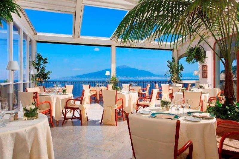 City break Costa Amalfi weekend liber Rusalii bilet de avion si hotel inclus