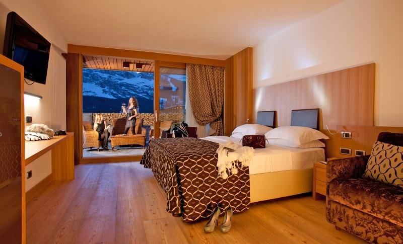 City break Dolomiti 1 decembrie 2017,  bilet de avion si hotel inclus