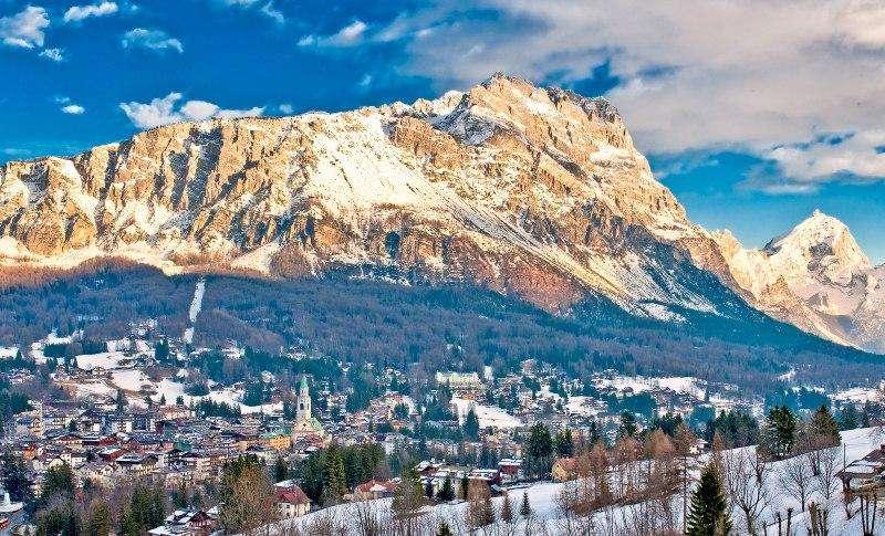City break Dolomiti aprilie bilet de avion si hotel inclus