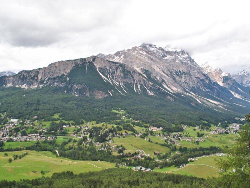 City break Dolomiti ianuarie bilet de avion si hotel inclus