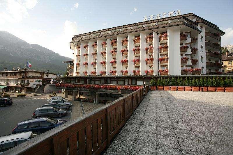 City break Dolomiti vara 2018 bilet de avion si hotel inclus
