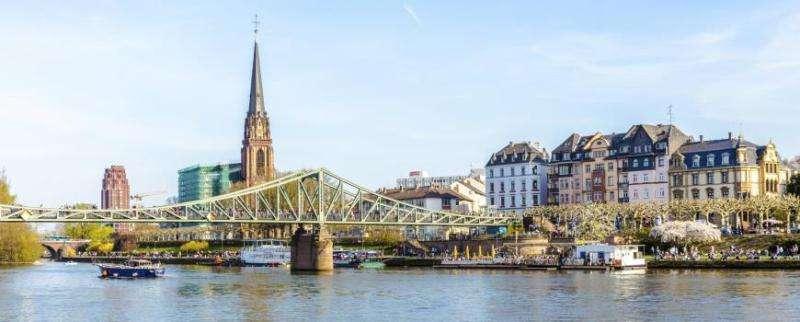 City break Frankfurt aprilie bilet de avion si hotel inclus