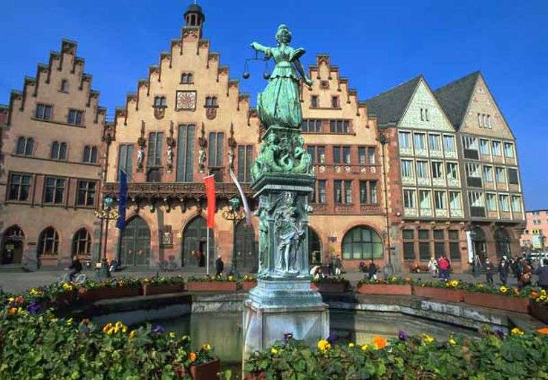 City break Frankfurt mai bilet de avion si hotel inclus