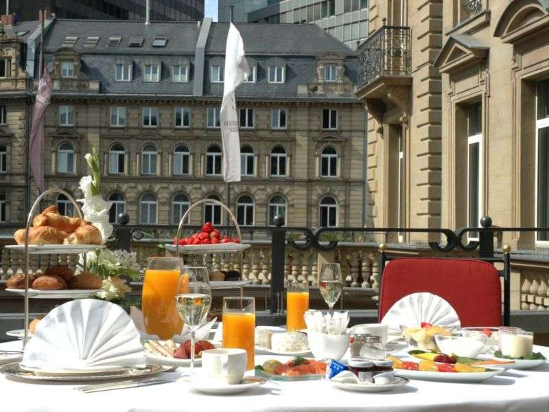 City break Frankfurt octombrie bilet de avion si hotel inclus