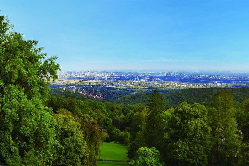 City break Frankfurt septembrie bilet de avion si hotel inclus