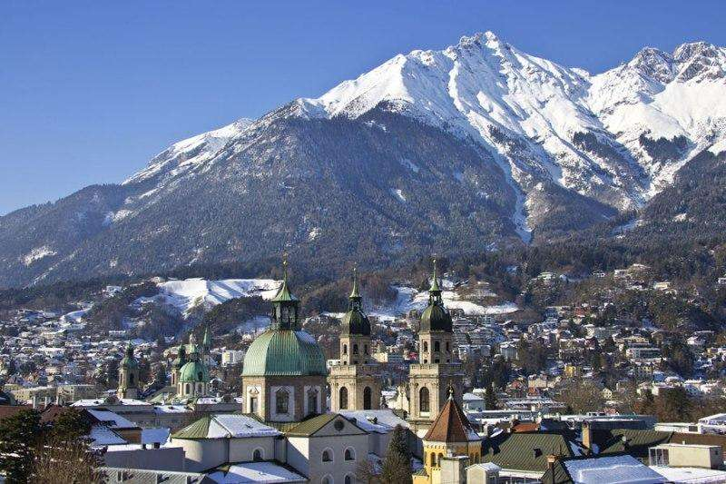 City break Innsbruck august week-end Sf. Maria bilet de avion si hotel inclus