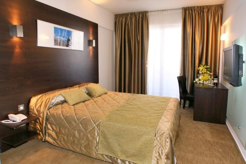 City break Larnaca Mos Nicolae bilet de avion si hotel inclus