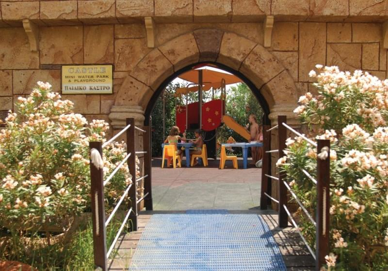 City break Larnaca primavara 2018,  bilet de avion si hotel inclus