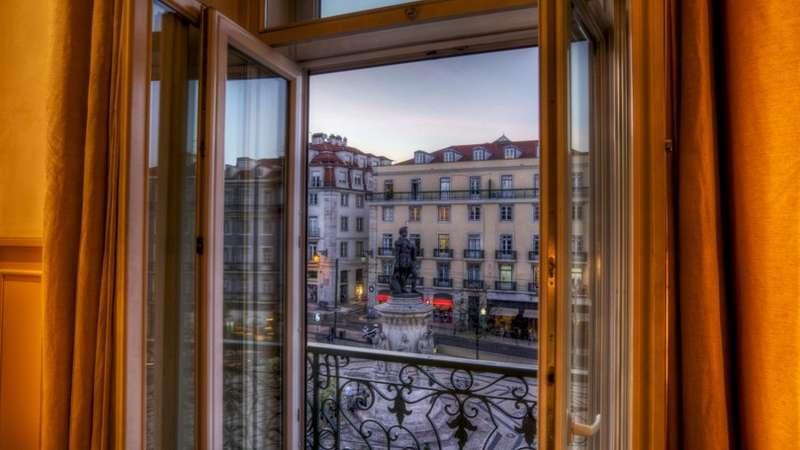 City break Lisabona 1 mai 2018 bilet de avion si hotel inclus