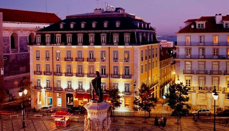 City break Lisabona aprilie 2018 bilet de avion si hotel inclu