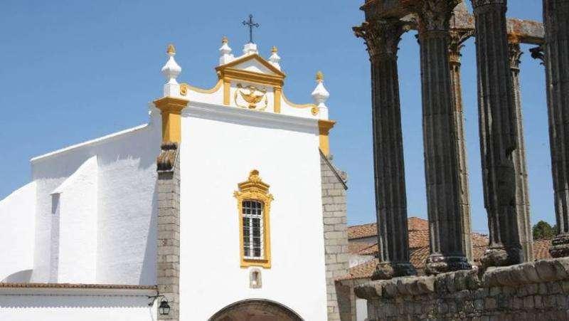 City break Lisabona august week-end Sf. Maria bilet de avion si hotel inclus