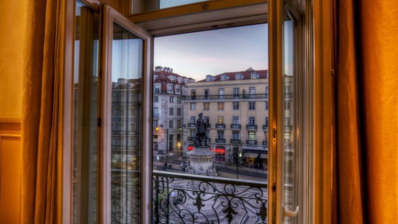 City break Lisabona octombrie bilet de avion si hotel inclus