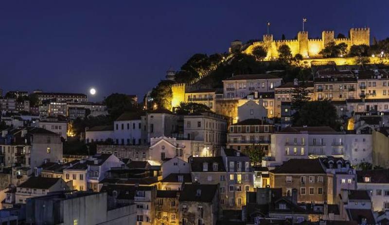 City break Lisabona weekend liber Rusalii bilet de avion si hotel inclus