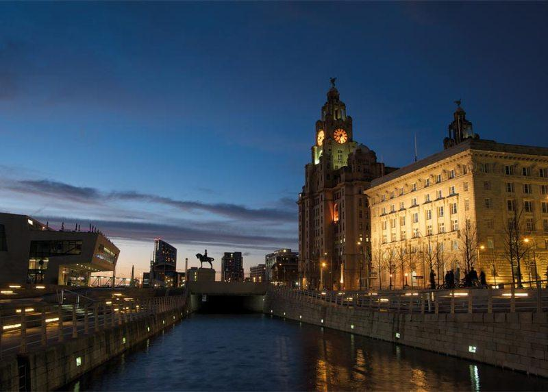 City break Liverpool Mos Nicolae bilet de avion si hotel inclus