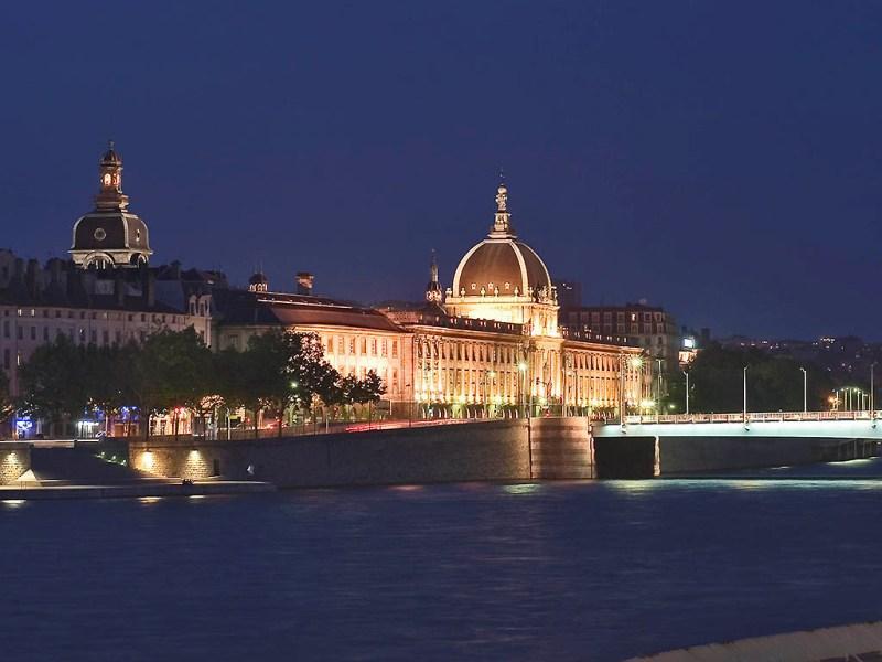 City break Lyon Revelion 5*  2018  bilet de avion si hotel inclus