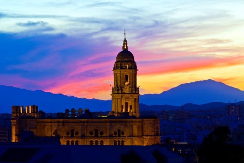 City break Malaga august week-end Sf. Maria bilet de avion si hotel inclus
