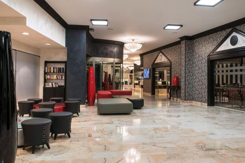 City break Malaga Piata de Craciun bilet de avion si hotel inclus