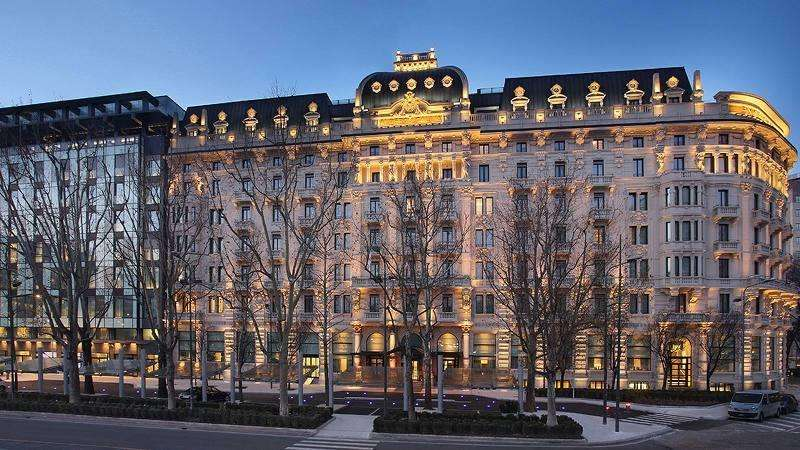City break Milano octombrie bilet de avion si hotel inclus