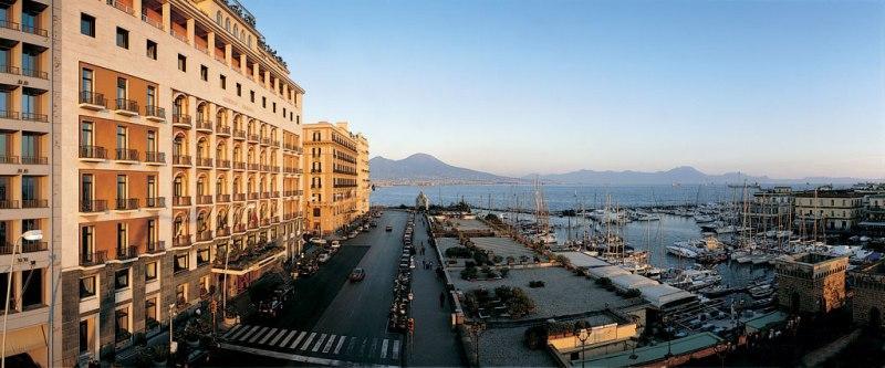 City break Napoli august week-end Sf. Maria bilet de avion si hotel inclus