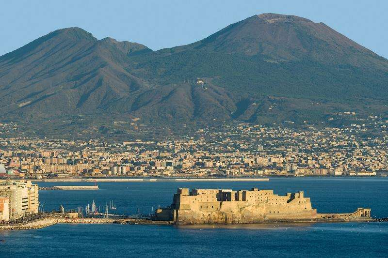 City break Napoli august week-end Sf. Maria bilet de avion si hotel inclus