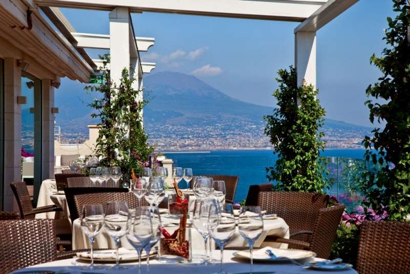City break Napoli mai, bilet de avion si hotel inclus