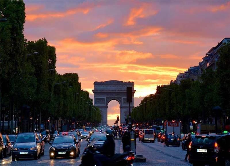 City break Paris august  bilet de avion si hotel inclus