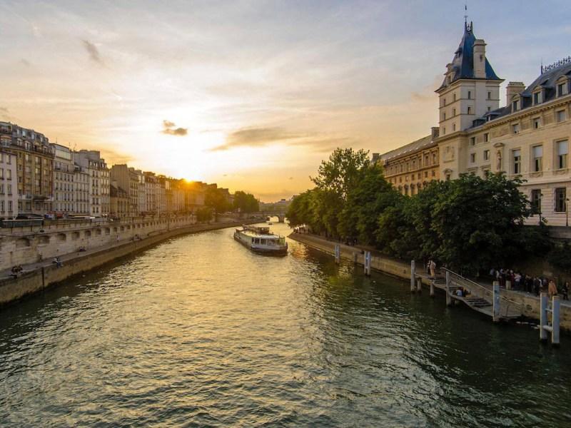 City break Paris iulie 2018 avion si hotel inclus
