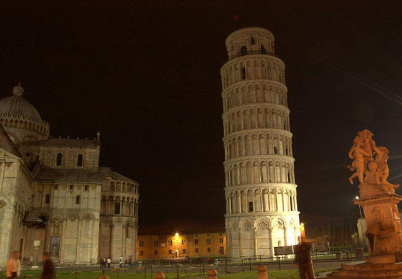 City break Pisa  Piata de Craciun   bilet de avion si hotel inclus