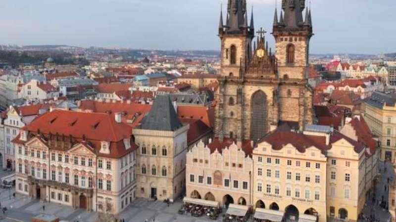 City break Praga august week-end Sf. Maria bilet de avion si hotel inclus