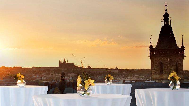City break Praga octombrie bilet de avion si hotel inclus