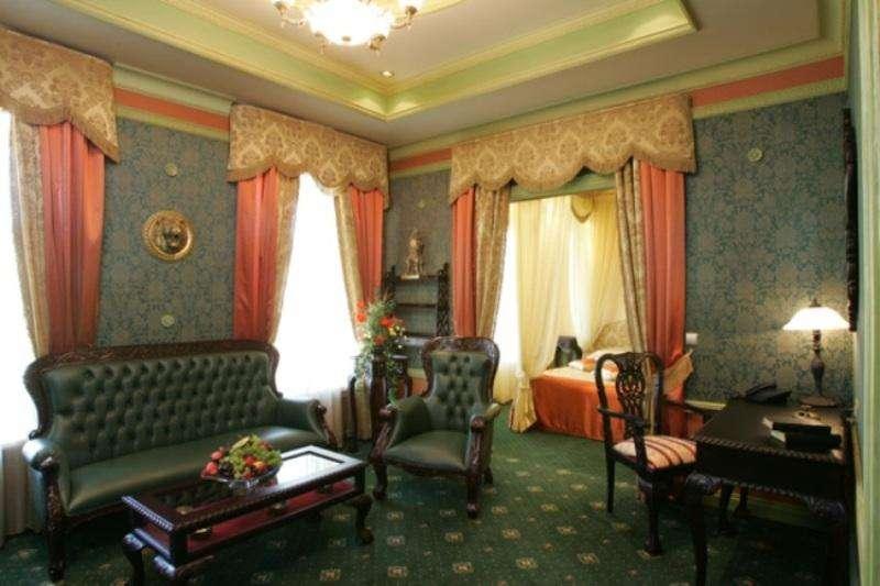 City break Sankt Petersburg noiembrie bilet de avion si hotel inclus
