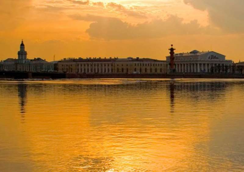 City break Sankt Petersburg vacanta 1 mai 2018 bilet de avion si hotel inclus
