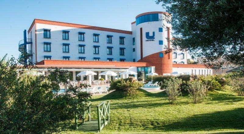 City break Sardinia 2 adulti si 1 copil bilet de avion si hotel inclus